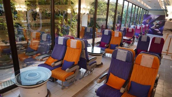 Untuk menyelamatkan perusahaan, Thai Airways juga merambah bisnis makanan dengan membuka resto ala pesawat. Foto: Facebook / THAI Catering