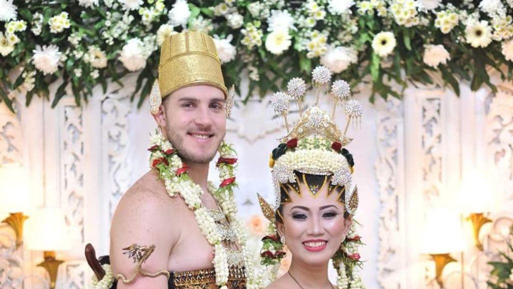 Bule Italia Menikahi Wanita Indonesia, Jadi Mualaf Setelah Ikut Puasa Ramadan