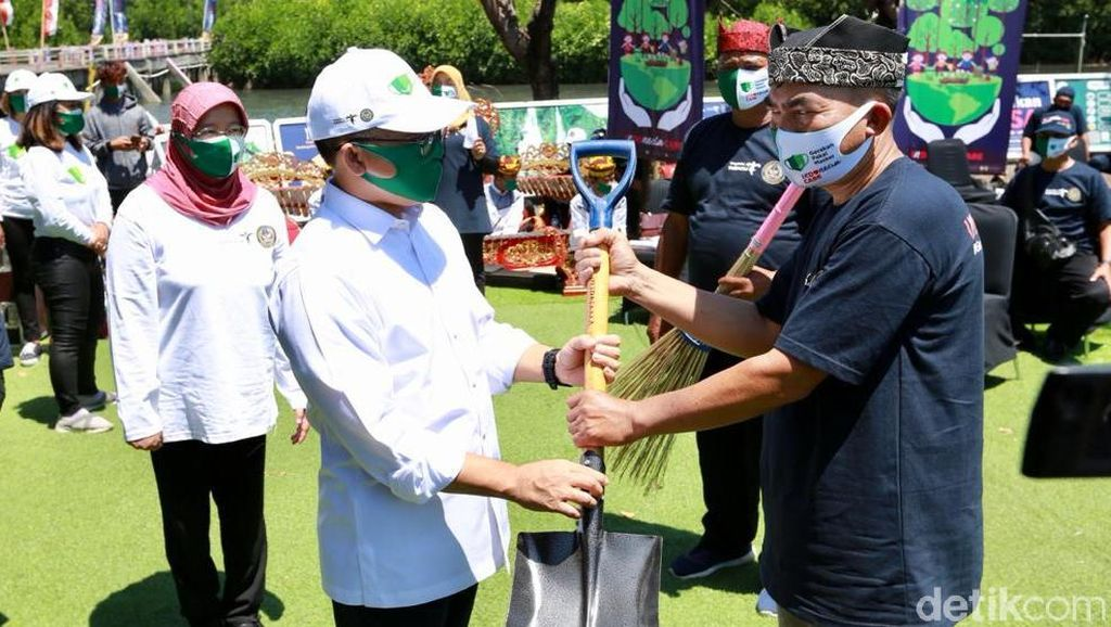 Kemenparekraf Gelar Gerakan BISA di Pantai Pulau Santen Banyuwangi