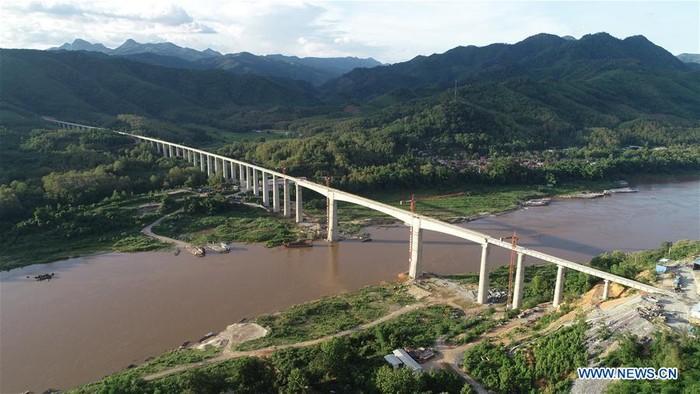 Dibangun 5 Tahun, Jalur Kereta China-Laos 400 Km Siap Dibuka