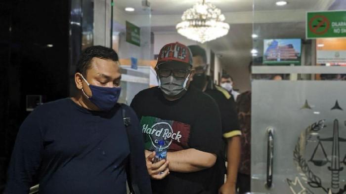 Eks Direktur Utama PT TransJakarta (TransJ) Donny Andy S Saragih ditangkap kejaksaan, Jumat (4/9/2020) malam. Donny ditangkap lantaran beberapa kali mangkir dari panggilan eksekusi jaksa terkait vonis perkara penipuan.