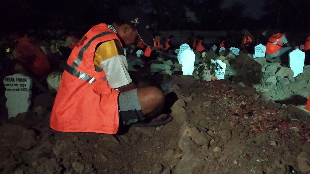 Video Warga Tak Bermasker Dihukum Ngaji di Kuburan pada Tengah Malam