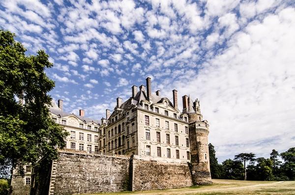 Kastil de Brissac atau Chateau de Brissac, punya sebuah cerita hantu legendaris bernama Green Lady. (Getty Images/iStockphoto)