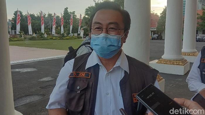 Ketua Gugus Kuratif Percepatan Penanganan COVID-19 Jatim, dr Joni Wahyuhadi