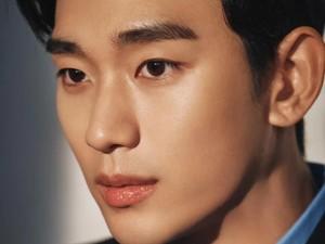 Makeup Artist Ungkap Rasanya Dandani Wajah Tampan Kim Soo Hyun