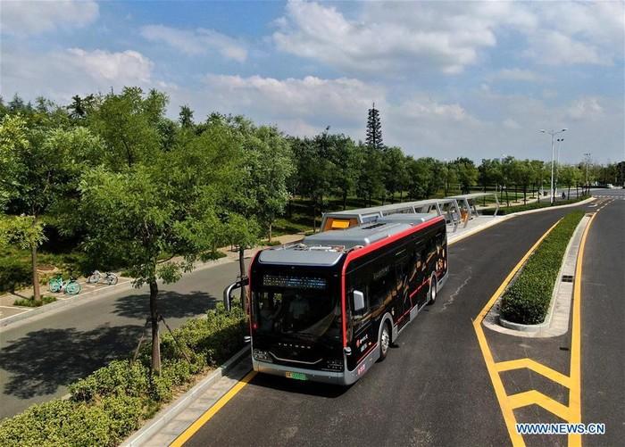 Pakai Jaringan 5G, Bus 'Robot' Ini Berjalan Sendiri Tanpa Supir