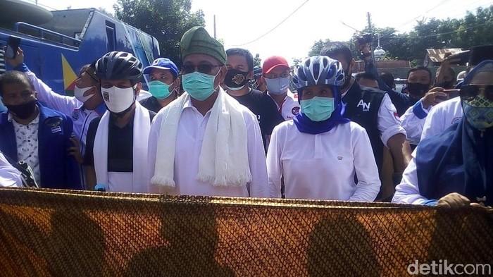 Pasangan Akhyar Nasution dan Salman Alfarisi mendatangi KPU Medan.