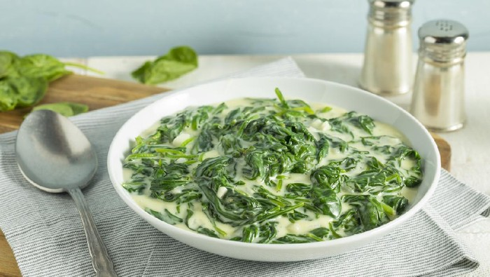 Creamy Homemade Creamed Spinach with Onion and Garlic