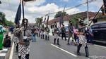 Aksi Silat Antarkan Jagoan Gerindra-PKB-PPP Daftar Pilkada Sleman