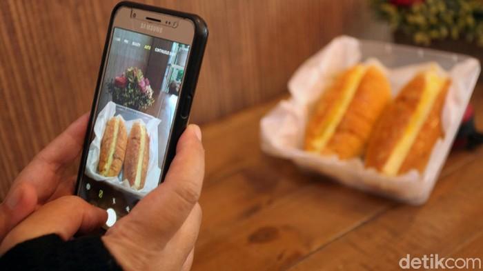 Dapur Lindawaty di Depok, Jabar, turut mencetak UMKM kuliner. Lindawaty memberikan pelatihan melalui kursus online untuk para pebisnis kuliner.