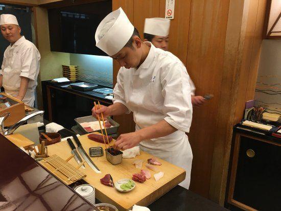 Chef dipecat karena bertato.
