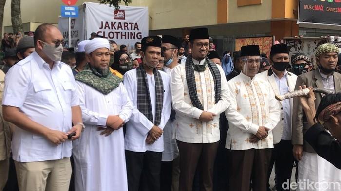 Erman Safar-Marfendi Daftar ke KPU Kota Bukittinggi.