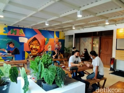 Melihat Perjalanan Wali Kota Risma di Kedai Historisma