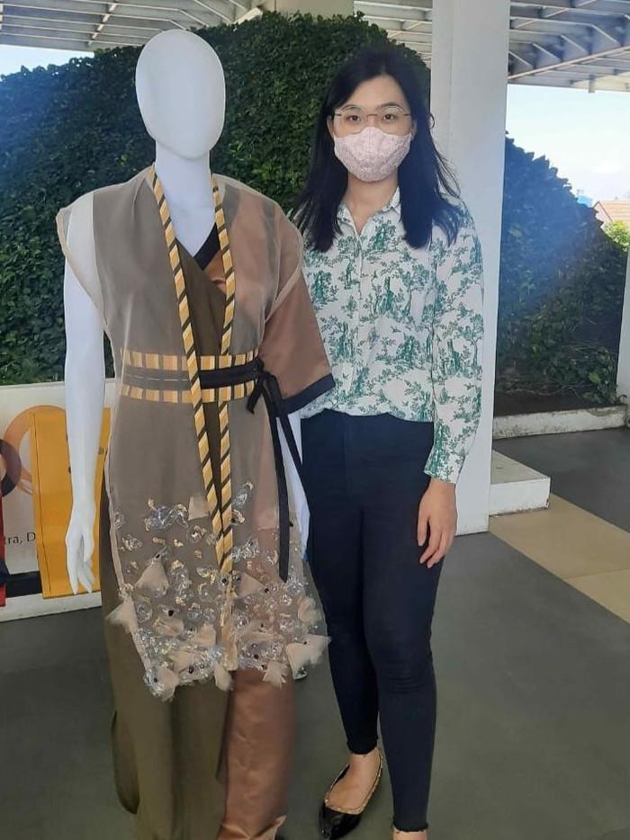 mahasiswa Fakultas Desain Fashion dan Tekstil (DFT) UK Petra Surabaya