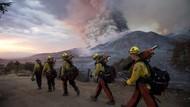 Asa Petugas Pemadam Kendalikan Kebakaran Hutan di California
