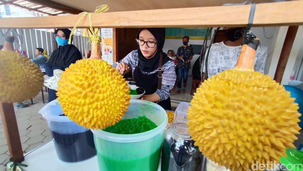 Penjual Dawet Durian yang Berparas Ayu dari Kota Kretek