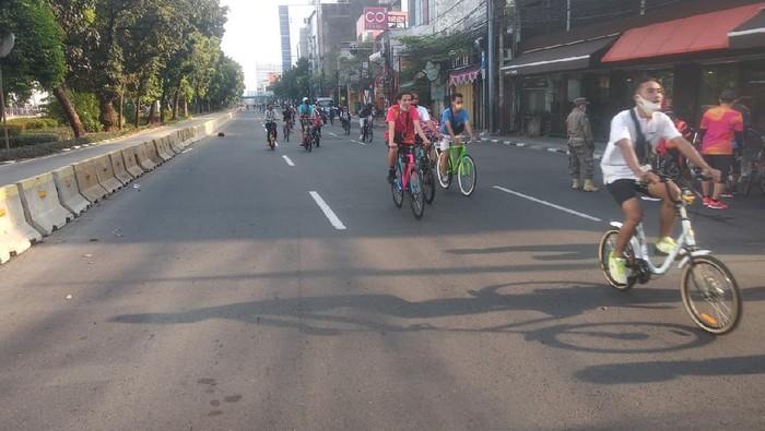 Pesepeda di Jalan Hayam Wuruk, Jakarta Pusat, Minggu (6/9/2020).