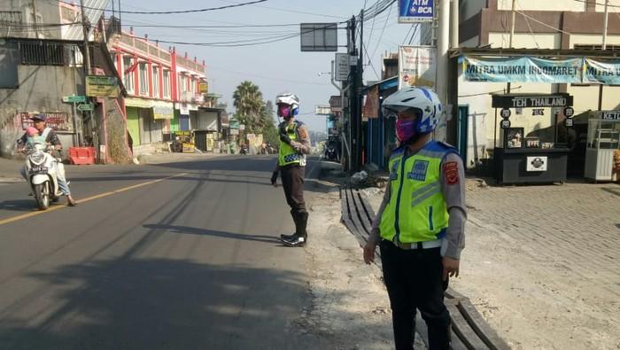 Polisi Atur Lalin di Puncak Bogor