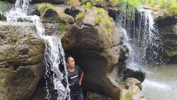 Turunnya debit juga memperlihatkan ceruk-ceruk sungai sehingga menciptakan pemandangan memukau. Potensi wisata itu kemudian dimanfaatkan oleh pemerintah desa setempat bersama pemuda Karang Taruna.