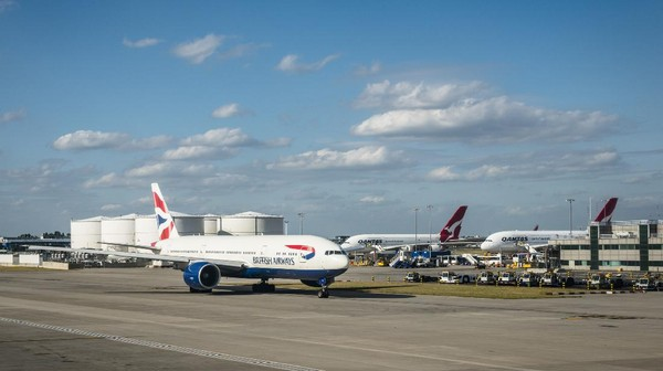 Pihak British Airways menyebut pesawat Boeing 747 terakhir ini telah memiliki 115.276 jam terbang dari 13.364 penerbangan. Dengan panjang 70,6 meter serta tinggi 19,41 meter dan lebar rentang sayap mencapai 64,4 meter, pesawat jumbo jet ikonik ini pamit setelah menyapa langit kita selama 25 tahun lamanya. (Getty Images/franckreporter)