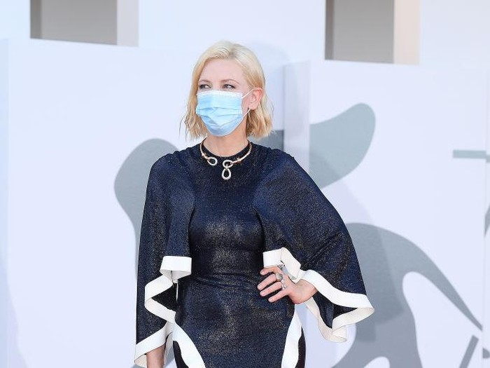 VENICE, ITALY - SEPTEMBER 02: Venezia77 Jury President Cate Blanchett walks the red carpet ahead of the Opening Ceremony and the Lacci red carpet during the 77th Venice Film Festival at  on September 02, 2020 in Venice, Italy. (Photo by Pascal Le Segretain/Getty Images)