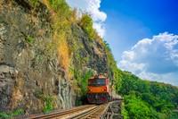 Karena keindahan alam yang dilewatinya, kereta maut dibuka untuk wisatawan. (Getty Images/iStockphoto)