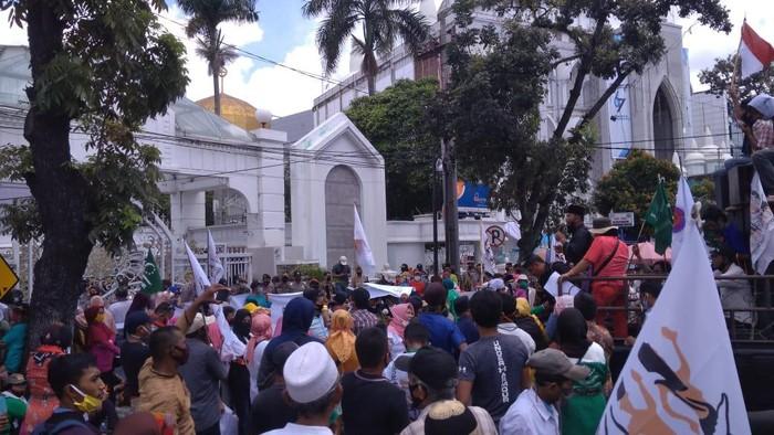 Demonstrasi di depan kantor Gubsu (Datuk Haris Molana-detikcom)