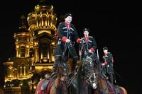 Band Cossack Rusia tampil selama Festival Musik Militer Menara Spasskaya.