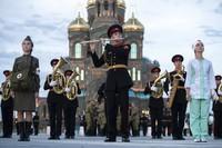 Yang berpartisipasi dalam festival ini adalah band militer Rusia dan asing, kelompok rakyat, dan unit penjaga kehormatan negara asing.