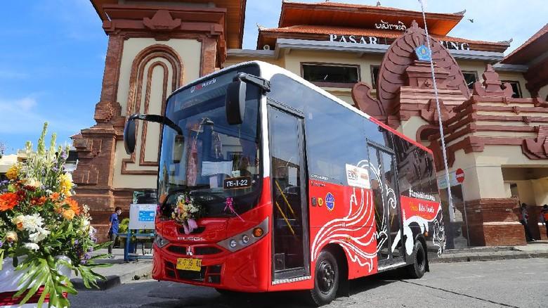 Gubernur Bali I Wayan Koster dan Dirjen Hubdar Budi Setiyadi meresmikan Trans Metro Dewata (dok. Dirjen Hubdar)