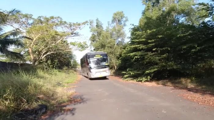 Ilustrasi bus oleng