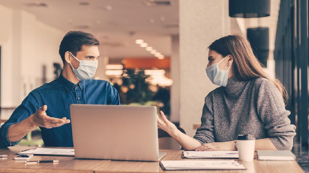 Aturan Masker-Jaga Jarak di AS Dilonggarkan, Tak Berlaku di Tempat-tempat Ini