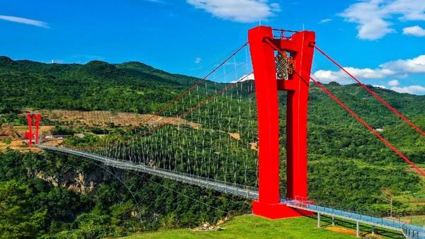 Dirancang oleh Institut Penelitian dan Desain Arsitektur Universitas Zhengjiang, jembatan ini memang dibuat untuk objek wisata.