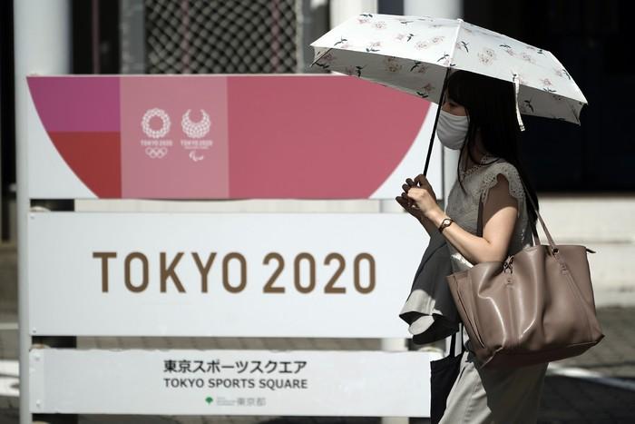 Wakil Presiden Komite Olimpiade Internasional (IOC) John Coates bersikukuh bahwa acara olahraga empat tahunan itu tetap digelar pada 2021 mendatang.