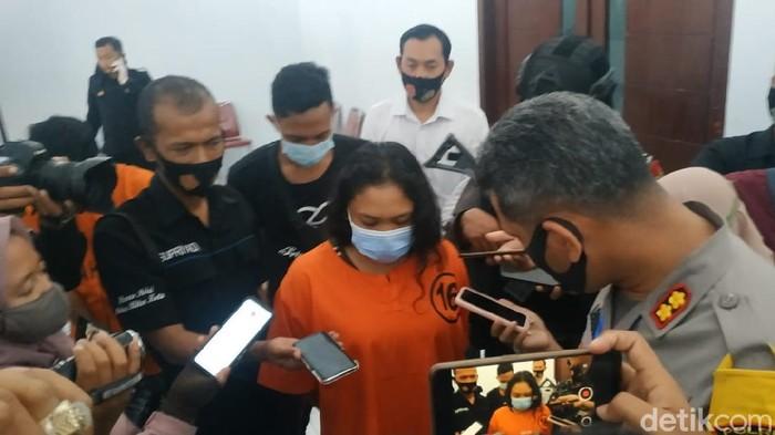 Sabu dan pil koplo senilai ratusan juta Rupiah diamankan Polresta Blitar dalam Operasi Tumpas Narkoba Semeru 2020. Barang terlarang itu merupakan kiriman dari empat napi di tiga lapas di Jatim.