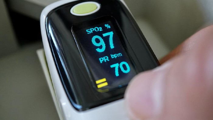 Oxygen saturation and heart rate measurement monitor.