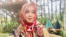 Rina Gunawan Meninggal, Melly Goeslaw: Dia Orang yang Ajak Aku ke Jalan Kebaikan