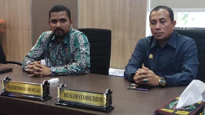 Sekretaris Komisi V Iskandar Usman Alfarlaky (kiri) dan Ketua Komisi II Irpannusir (kanan).