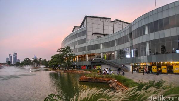 Dulu era 70-an ada Taman Ria Senanyan yang kemudian berganti konsep menjadi Senayan Park yang lebih modern dan kekinian. Lokasinya berada di Senayan Park Mall. (Rifkianto Nugroho/detikcom)