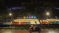Tempat ini sebenernya sudah mulai direncanakan pembangunanya sejak tahun 2010. Kini di tahun 2020, Senayan Park Mall atau SPARK Mall yang mengusung tema lifestyle mal itu baru hadir kembali.