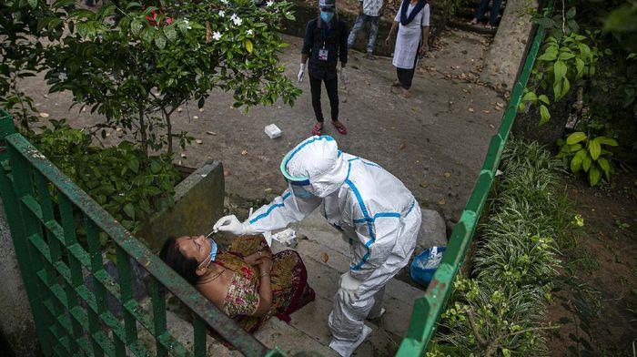 India kembali mencetak rekor penambahan kasus positif virus Corona. India melaporkan penambahan kasus Corona (COVID-19) sebanyak 90.632 pada Minggu (6/9/2020).