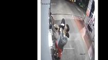Aksi Perampokan di SPBU Bandung Terekam CCTV, Pelaku Diduga 2 Orang