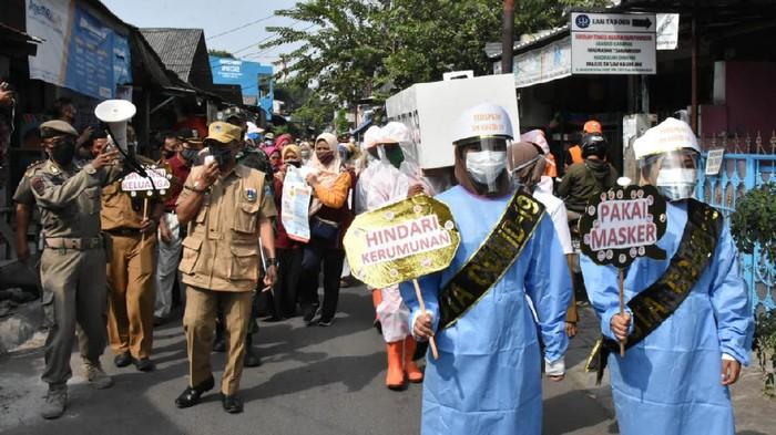 Camat Cakung gelar arak-arakan peti mati untuk ingatkan bahaya Corona.