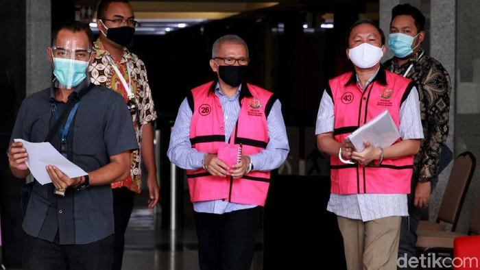 Dua tersangka kasus dugaan korupsi PT Danareksa Sekuritas diperiksa di KPK. Keduanya diperiksa terkait kasus dugaan korupsi yang menjerat dirinya.