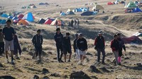 Tapi pengelola TNGPP menyebut pendakian Gunung Gede via Gunung Putri sudah sesuai kuota yang diterapkan, yakni 134 orang. Sementara kuota maksimal 600 orang untuk tiga jalur pendakian. (Femi Diah/detikTravel)