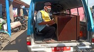 Warga Probolinggo Tak Pakai Masker Dihukum, Nyapu Hingga Duduk dengan Peti Mati