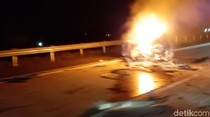 1 Mobil Terbakar dalam Kecelakaan di Tol Boyolali, Polisi Olah TKP