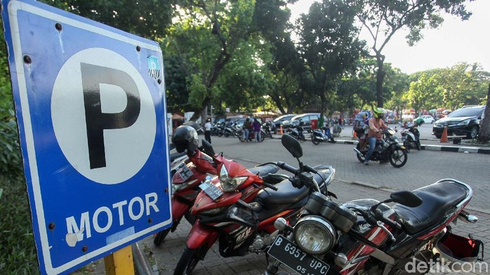 DPRD DKI Jakarta Telah mengesahkan perubahan Perda Nomor 16 Tahun 2010 tentang Pajak Parkir. Pajak parkir yang semula 20% kini berubah menjadi 30%.