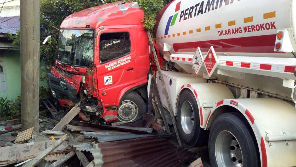 Mobil Tangki Pertamina Tabrak Rumah Warga Aceh, Pejalan Kaki Tewas