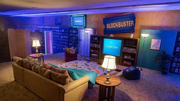 Sekarang outlet Blockbuster itu bahkan sudah disulap jadi penginapan Airbnb. Outlet Blockbuster satu-satunya di dunia itu bisa diinapi traveler dengan harga yang sangat murah. Cukup US$ 4 saja atau setara Rp 59 ribuan per malamnya. (dok. Airbnb)